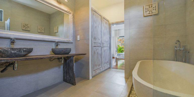 Komaneka-Bathroom-2