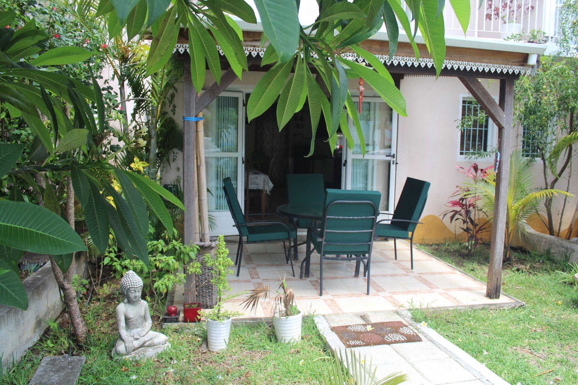 Joli duplex meublé et équipé de 82 m2 situé dans la résidence sécurisée «Les Barachois de Melville», à Grand Gaube