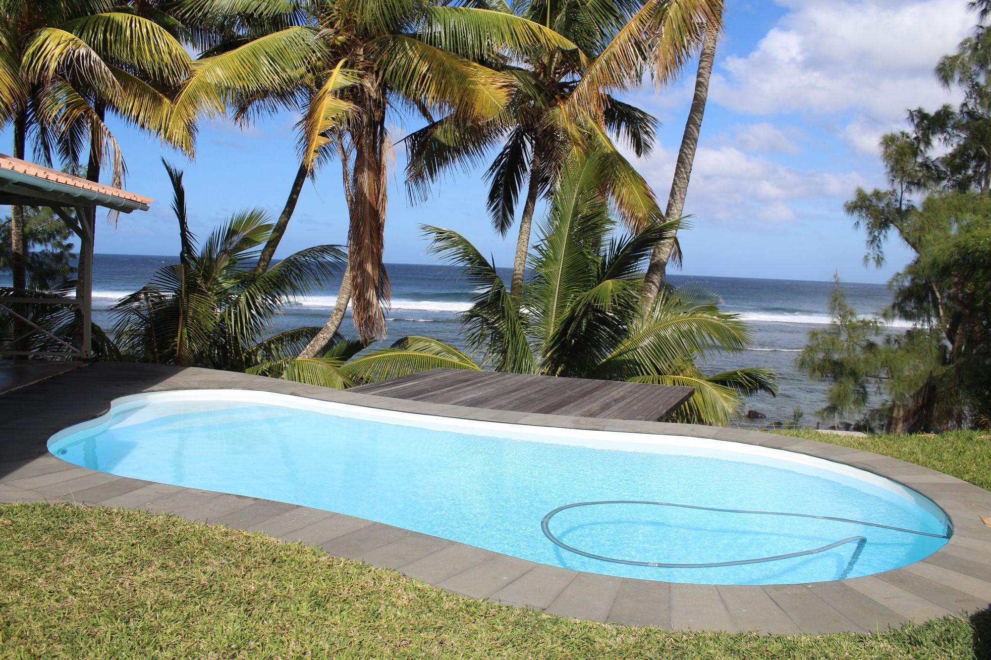 Jolie maison meublée et équipée de 400 M2 situé sur un terrain à bail de 419 toises, pied dans l'eau à Souillac