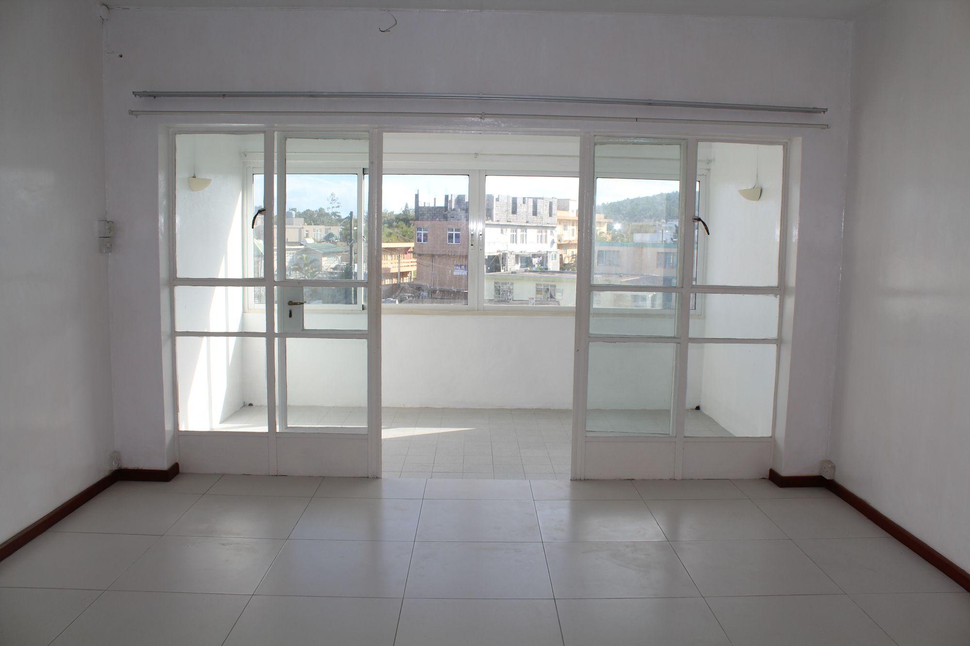 Appartement non meublé situé au 2ème étage (avec ascenceur) d'une résidence proche de toutes commodités à Curepipe