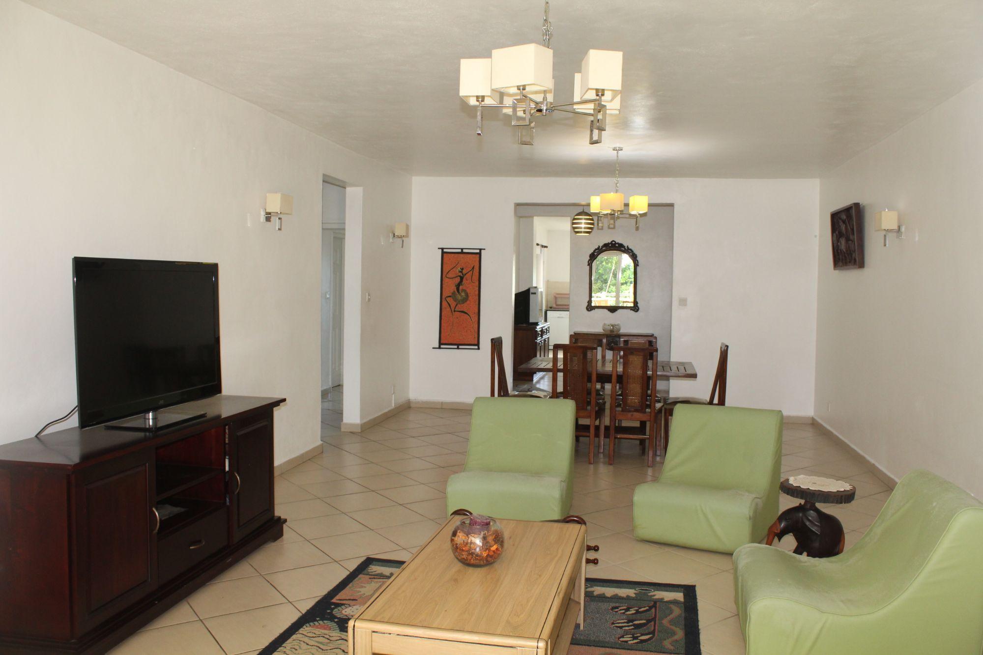 Magnifique appartement meublé et équipé de 210 m2 situé au 1er étage dans une résidence sécurisée 24/7 à Trianon