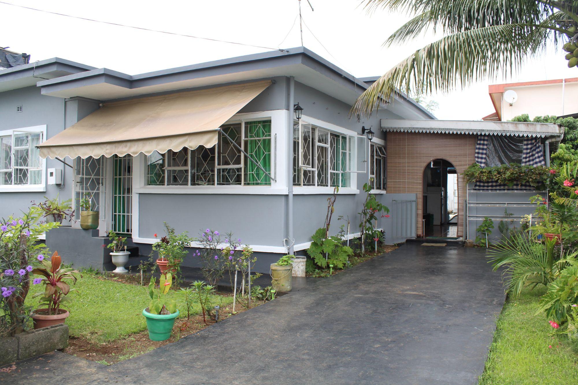 Maison plain pied à rénover de 95 M2 sur un terrain de 123 toises située à Sodnac dans un quartier hautement résidentiel avec bon voisinage