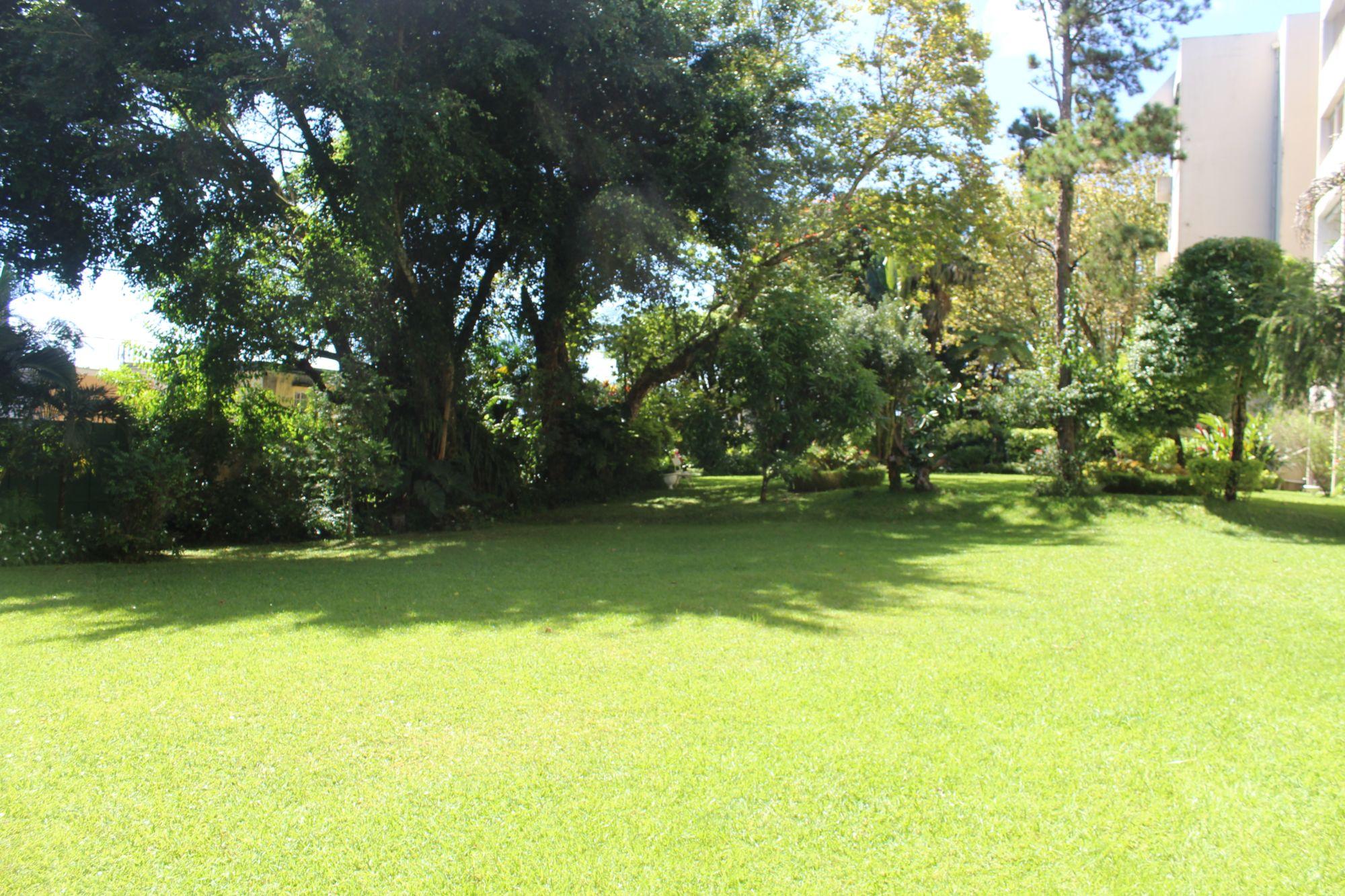 Appartement non meublé de 134 M2 situé au RDC d'une résidence proche de toutes commodités à Floréal