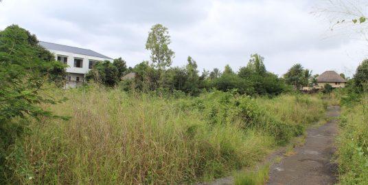 Terrain de 700 toises situé dans un quartier résidentiel, proche de toutes commodités à Péreybère