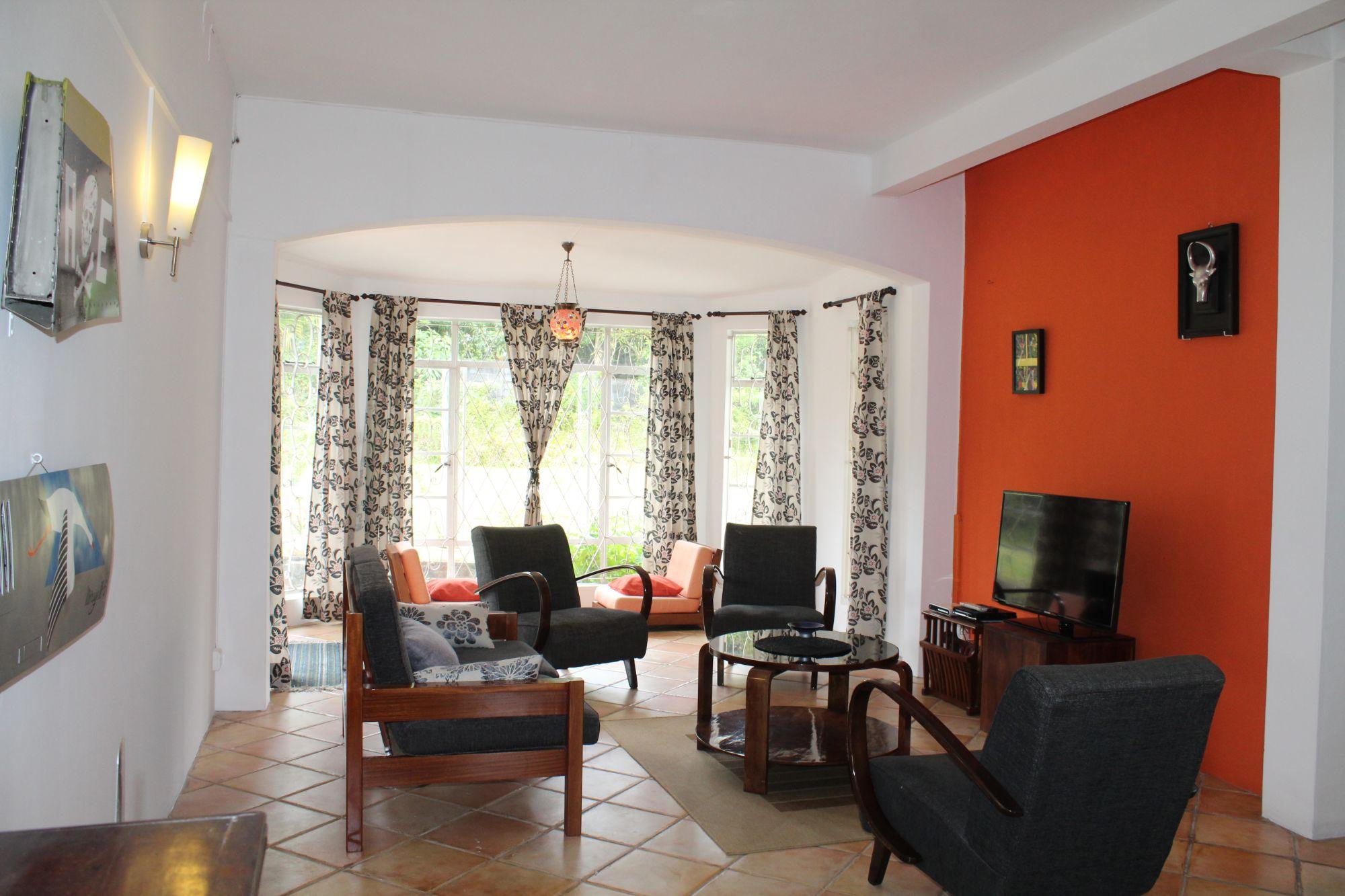 Bel appartement de plain-pied meublé et équipé de de 60 m2 avec jardin se situe dans un quartier hautement résidentiel à Floréal.