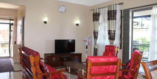 Ce bel appartement entièrement meublé et équipé de 130 M2 se trouve au 1er étage d'une maison à Beau Vallon.