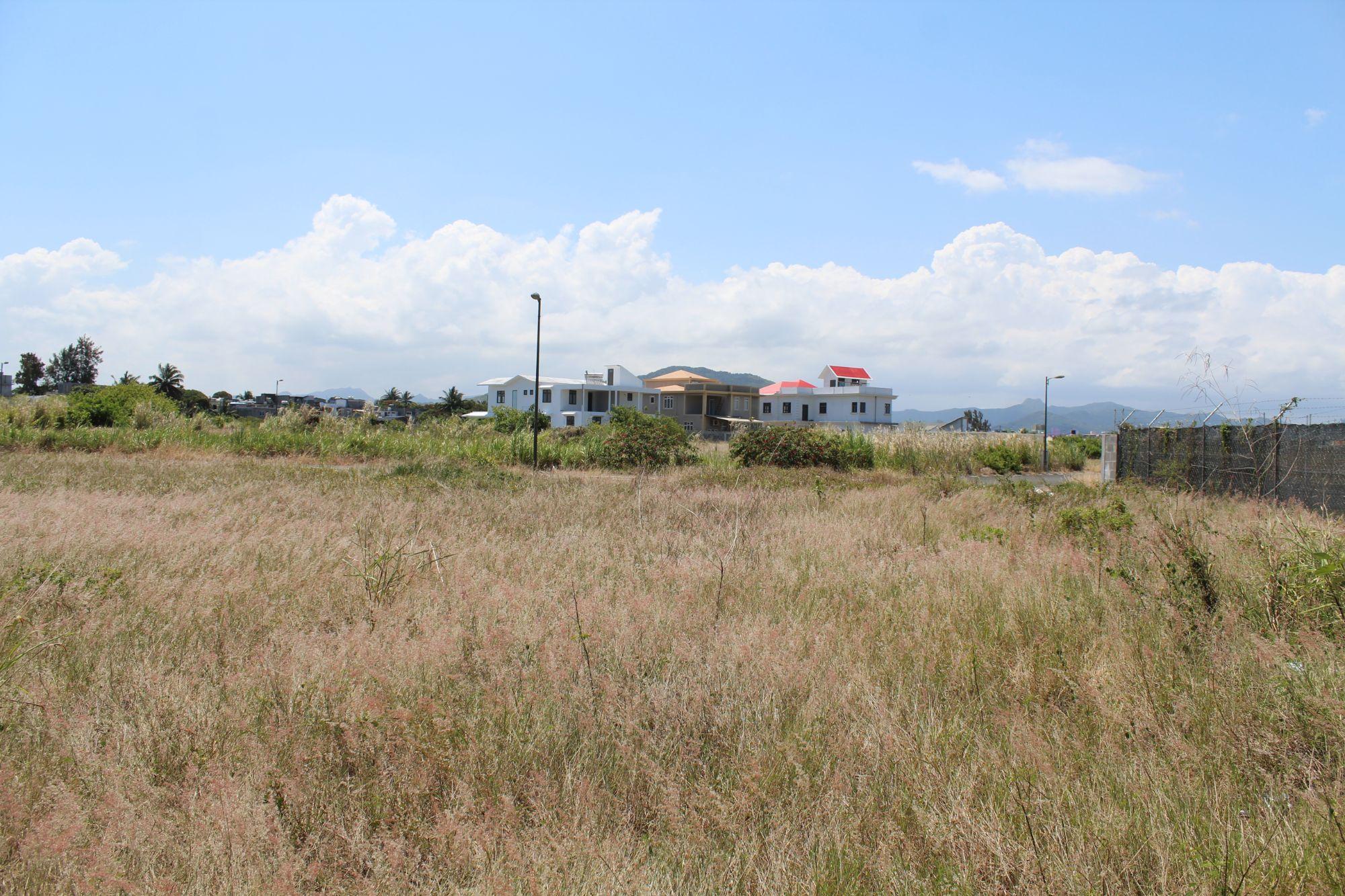 Terrain de 195 toises situé dans le morcellement «Le Mahé», proche de toutes commodités à Beau Vallon.