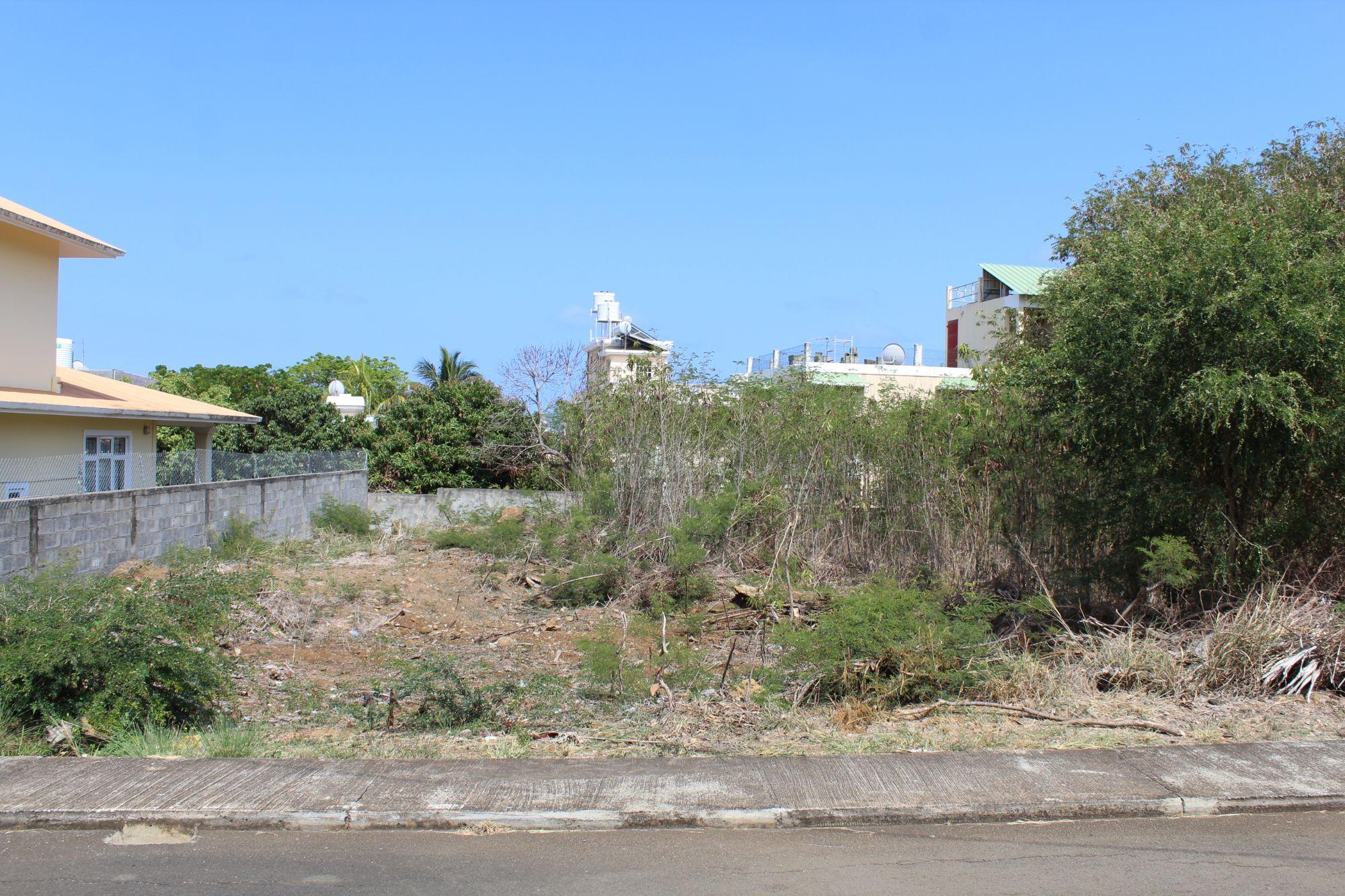 Terrain de 115 toises situé dans une zone résidentielle proche de toutes commodités à Flic en Flac avec un bon voisinage.
